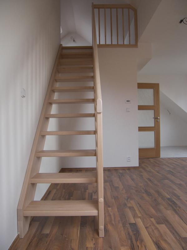 Celodřevěné bukové schodiště
