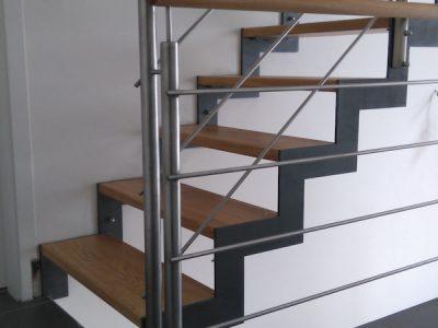Atypické schodiště přes dvě patra